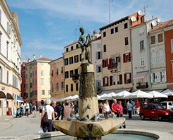 rovigno_piazza[1]