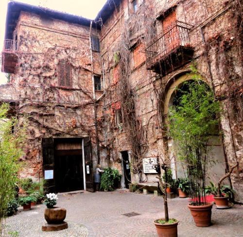 Milano - Cortili - Alzaia Naviglio Pavese