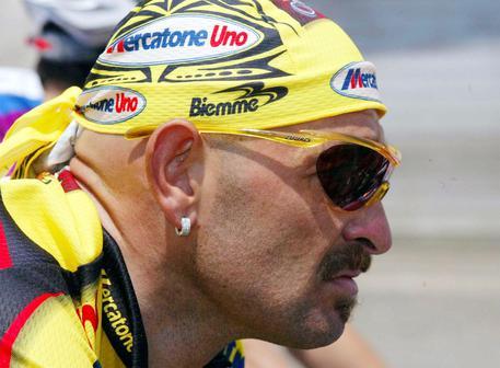 Un'immagine d'archivio del ciclista Marco Pantani. ANSA/ARCHIVIO