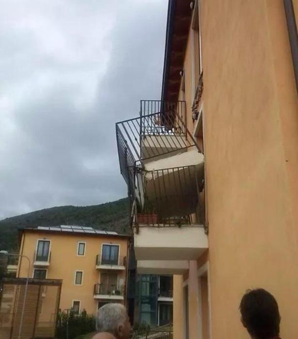 Sisma L'Aquila: Preturo, crollo balcone