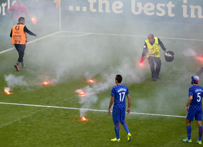 epa05373322 Ground staff collects flares during the UEFA EURO 2016 group D preliminary round match between the Czech Republic and Croatia at Stade Geoffroy Guichard in Saint-Etienne, France, 17 June 2016. (RESTRICTIONS APPLY: For editorial news reporting purposes only. Not used for commercial or marketing purposes without prior written approval of UEFA. Images must appear as still images and must not emulate match action video footage. Photographs published in online publications (whether via the Internet or otherwise) shall have an interval of at least 20 seconds between the posting.) EPA/CJ GUNTHER EDITORIAL USE ONLY