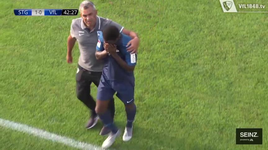 """""""Insulti razzisti da un avversario"""": calciatore esce dal campo in lacrime, partita sospesa inSvizzera"""