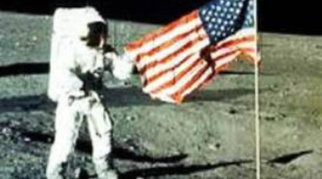 20 luglio '69: quando l'uomo sbarcò sullaluna