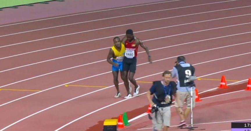 Mondiali atletica in Qatar, il gesto dell'atleta vale più della vittoria: accompagna l'avversario fino altraguardo