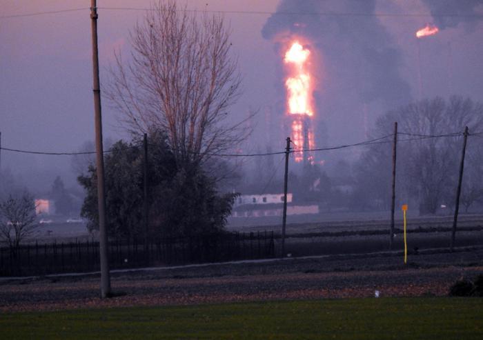 Pavia, esplosione alla raffineria Eni di Sannazzaro de'Burgondi