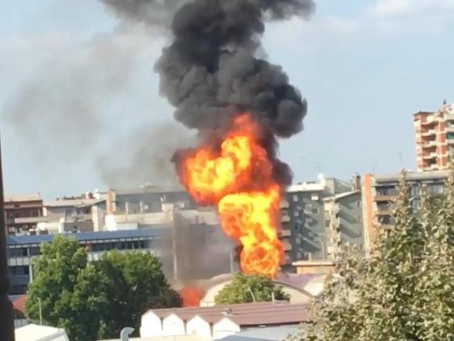 Trezzano, incendio in un'azienda di prodotti da cannabis: tre feriti. Due sonogravi