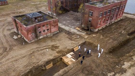 """Troppi morti a New York: si torna a seppellire nell'isola dei """"disperati"""
