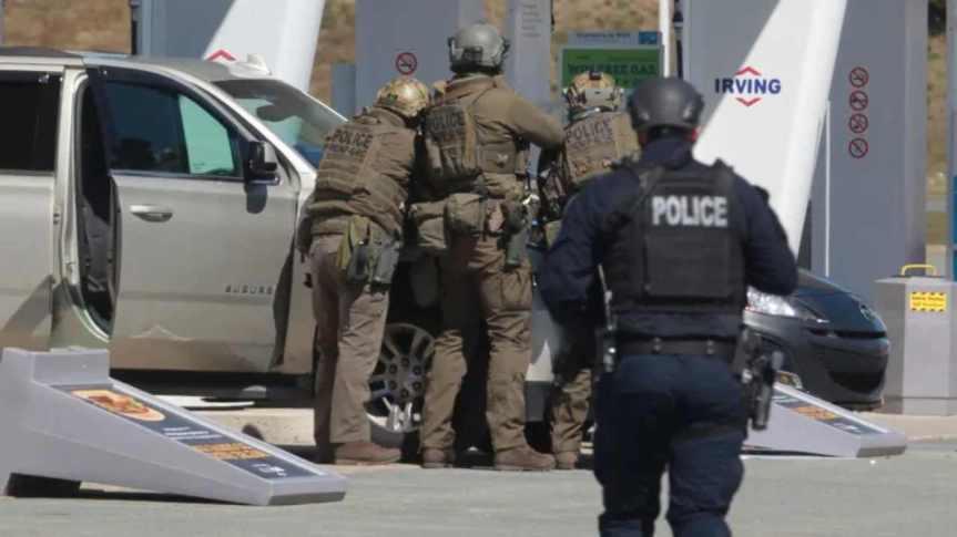 Canada, vestito da poliziotto fa una strage: almeno sedicimorti