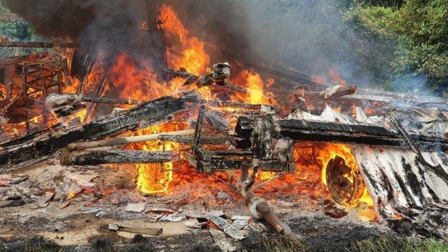 In fiamme il deposito agricolo della cascina Linterno aMilano