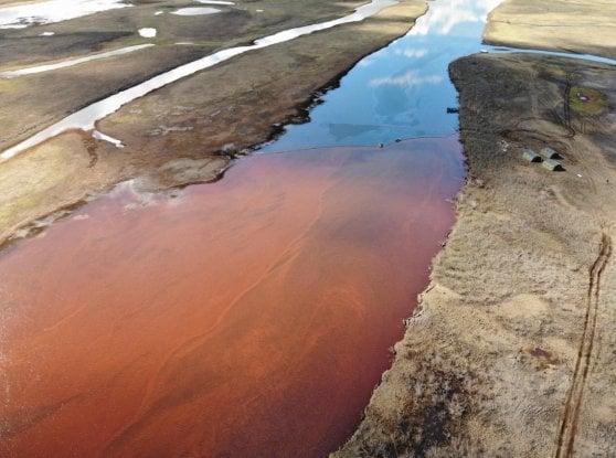 Ventimila tonnellate di petrolio nel Circolo polare artico: Putin dichiara lo stato diemergenza