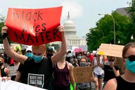 Washington, la grande marcia per Floyd: mille cortei verso la CasaBianca