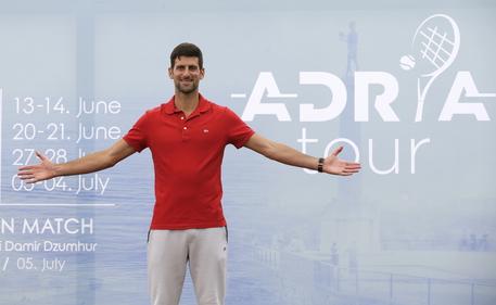 Tennis: Djokovic e la moglie negativi al test sulcovid-19