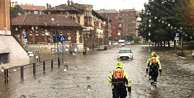 Maltempo, esonda il Seveso: bomba d'acqua su Milano, allagamenti in diverse zone dellacittà