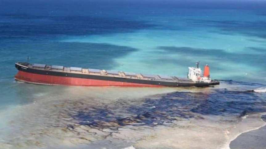 Disastro ambientale a Mauritius, tonnellate di carburante in mare da nave-cisternaarenata