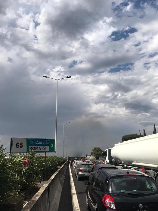 Maxirogo sterpaglie, chiuso Raccordo Roma e traffico intilt