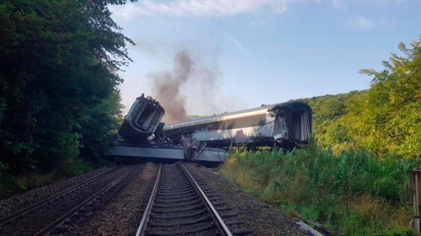 Deraglia treno in Scozia, 3 morti. Stragesfiorata