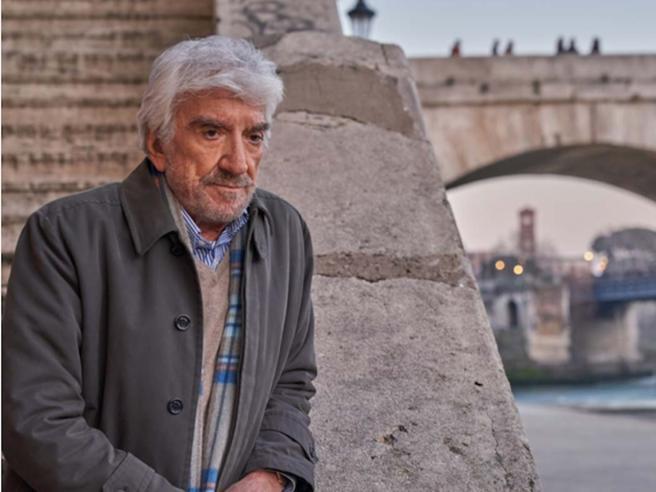 È morto a Roma Gigi Proietti, addio al grande mattatore della scenaitaliana