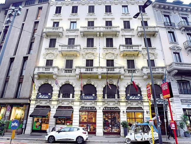 Covid a Milano, la società sfratta l'hotel che accoglie i pazienti:«Malati, danno per ilquartiere»
