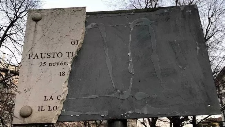 Milano, la targa di Fausto e Iaio distrutta per sbaglio daoperai