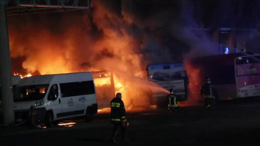 Reggio Emilia, spaventoso rogo nel deposito degliautobus