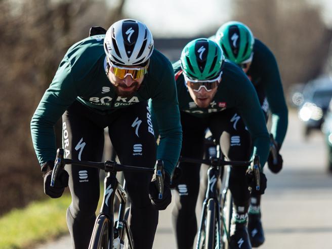 Sagan, incidente alla sua squadra che si allena sul Garda: tre inospedale