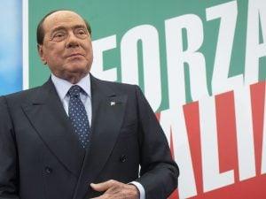 Sivlio Berlusconi dimesso dall'ospedale diMonaco
