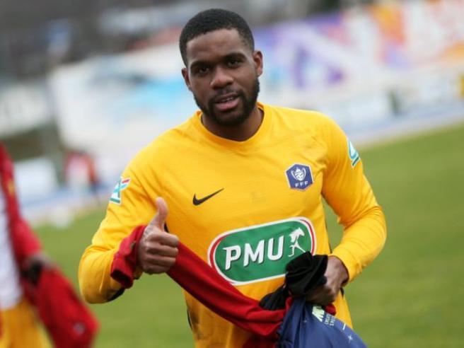 Calciatore dimenticato all'autogrill: il francese Njoh-Eboa (League 2), recuperato, arriva in ritardo di due ore e finisce inpanchina