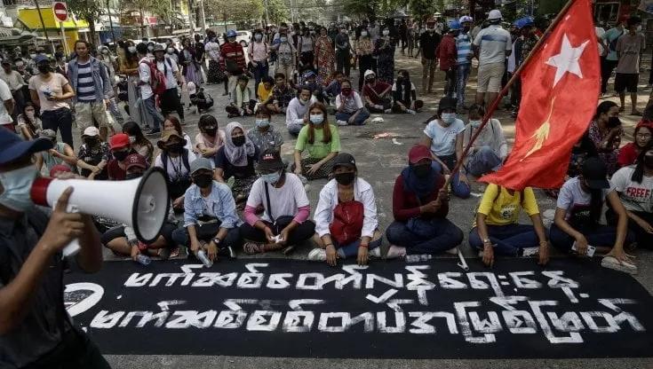 Giornata delle Forze armate in Myanmar, è strage: 91 uccisi, c'è anche un bimbo di 5anni