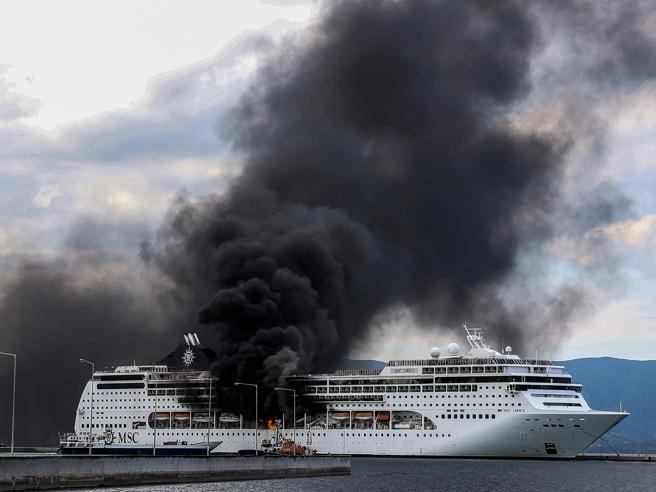 Corfù, incendio sulla Msc Lirica: in salvo tutti i membridell'equipaggio