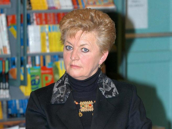 Morta Ombretta Fumagalli Carulli. Più volte al governo, fondò il Ccd conCasini