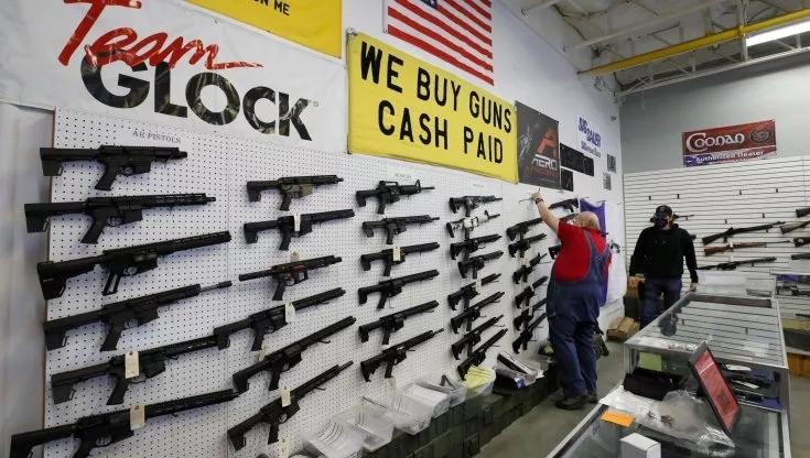 Stati Uniti, ancora una sparatoria: un morto e cinque feriti in un mobilificio delTexas