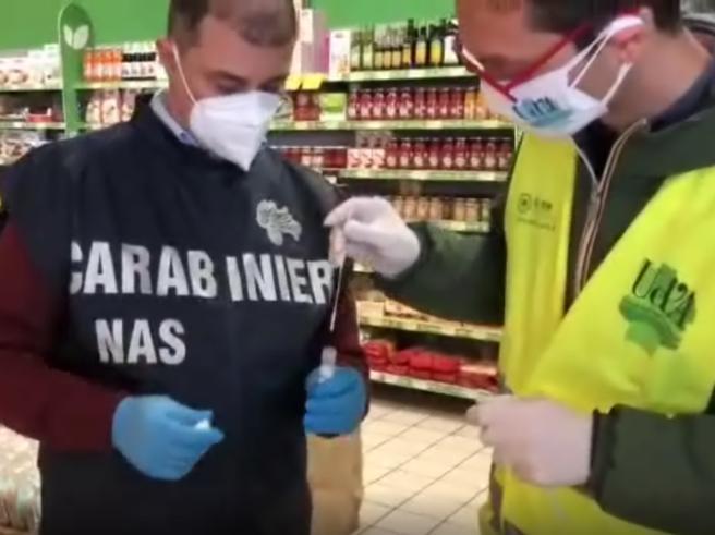 Covid, chiusi 12 supermercati in Italia: tracce di virus su pos ecarrelli