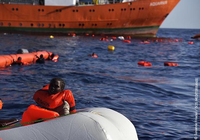 Migranti: naufragio a largo Libia, oltre 100morti.