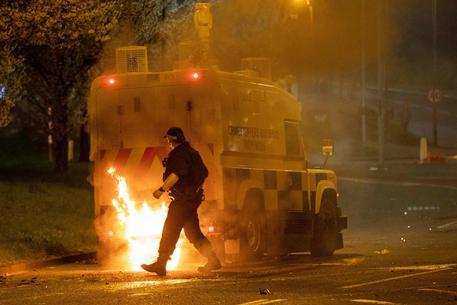 Nuovi scontri a Belfast nonostante appelli Gb eDublino