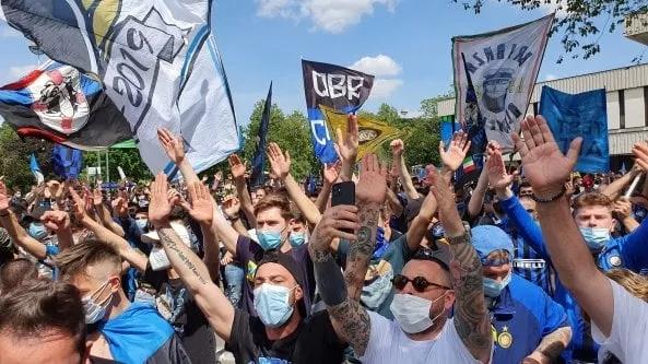"""Ddl Zan, Milano: in ottomila alla manifestazione promossa dai Sentinelli: """"Approvate lalegge"""""""