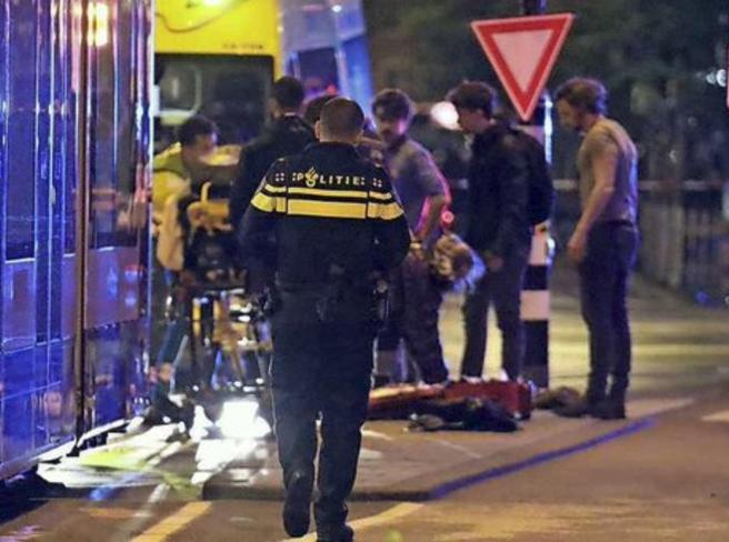 Amsterdam, accoltellate 5 persone: un morto e 4 feriti, unarrestato