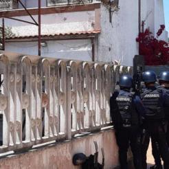 Uomini dei reparti speciali dei carabinieri, in azione nei pressi dell'abitazione dell'uomo che ha sparato e ucciso due bambini e un anaziano ad Ardea, Roma, 13 giugno 2021. ANSA/UFFICIO STAMPA CARABINIERI