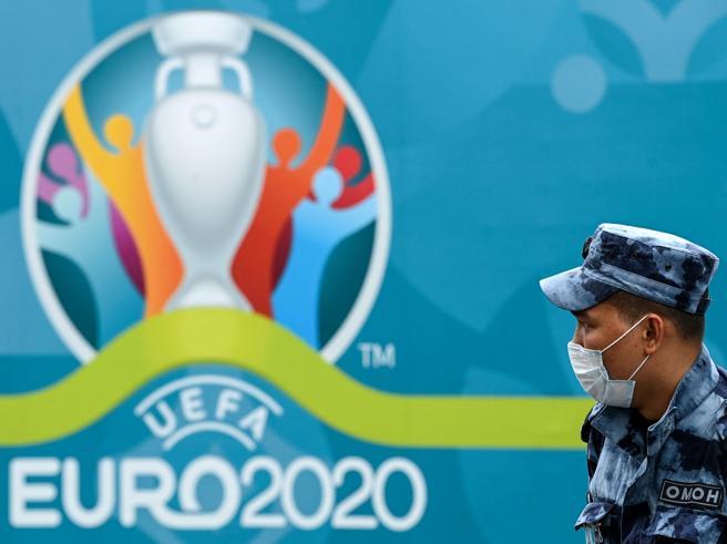 Fischi all'inno, lancio di oggetti e invasione: la UEFA apre due indagini su Italia-Inghilterra