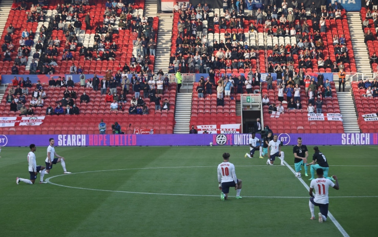 Inghilterra-Austria, ululati dei tifosi rivolti ai giocatoriinginocchiati