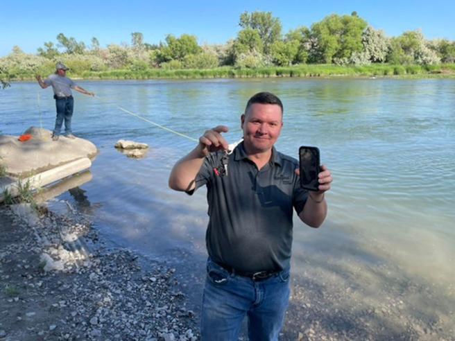 Usa, iPhone highlander «sopravvive» per tre giorni in fondo a un fiume: ritrovato grazie al suono dellasveglia